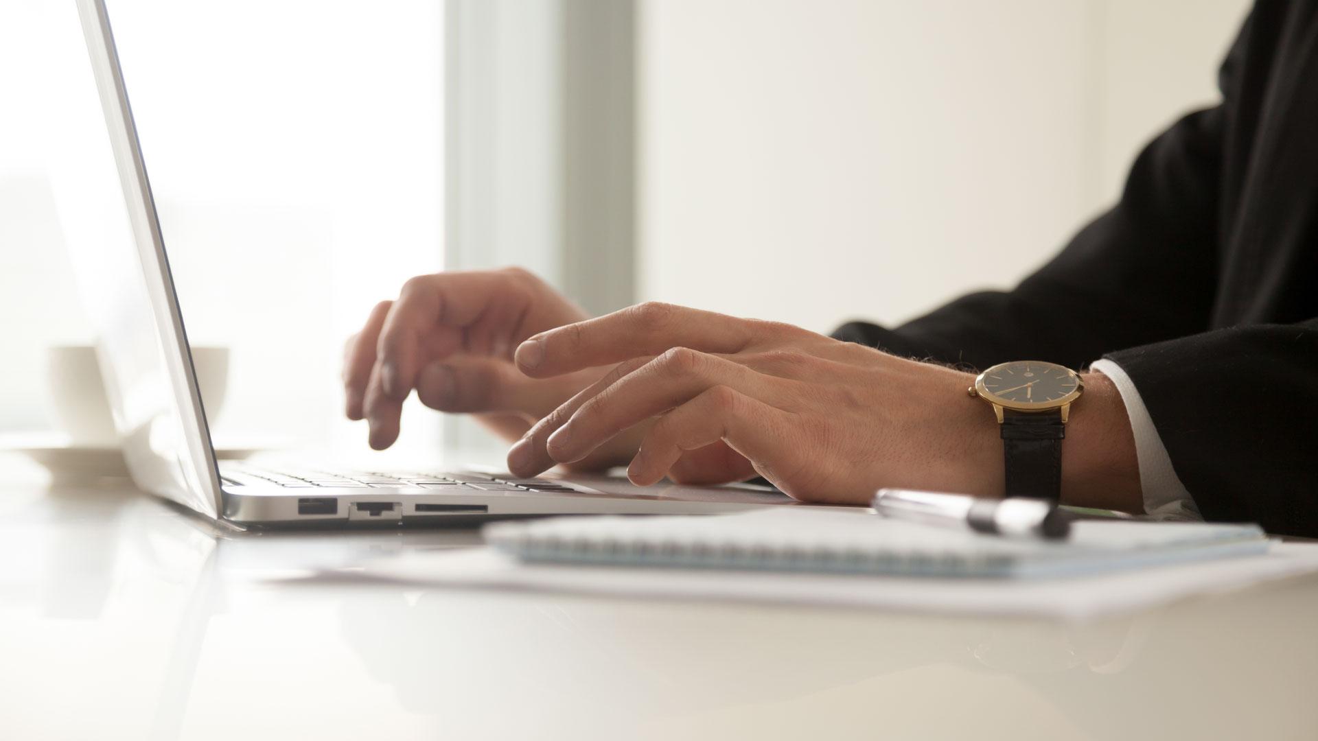Ajudante geral consegue uso de sistema tecnológico para buscar patrimônio de empresa