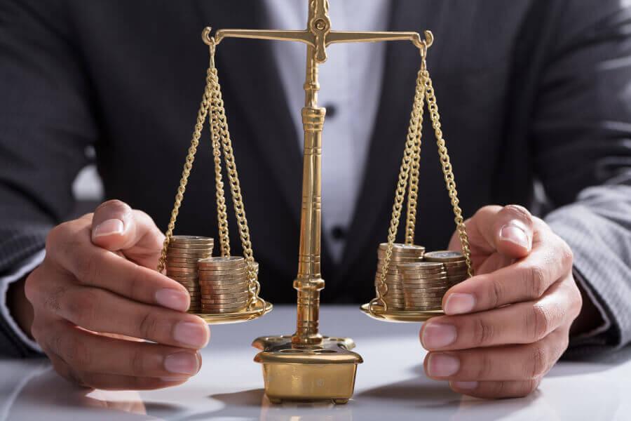 É válida a apresentação de dois paradigmas no pedido de equiparação salarial